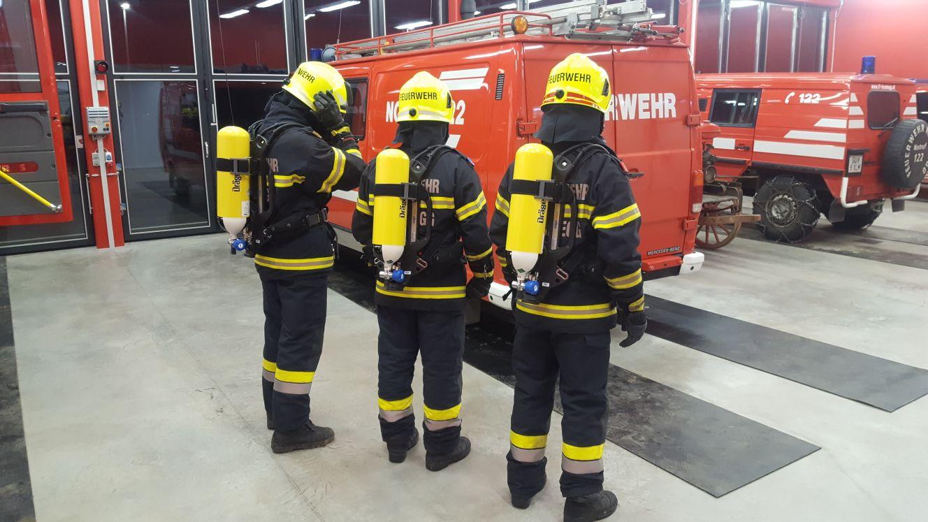 Neue Pressluftatmer für die Feuerwehr Krumegg