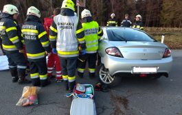 Verkehrsunfall mit eingeklemmter Person in Hirtenfeld
